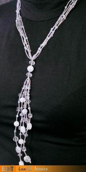 Halskette aus weissen Glassteinen